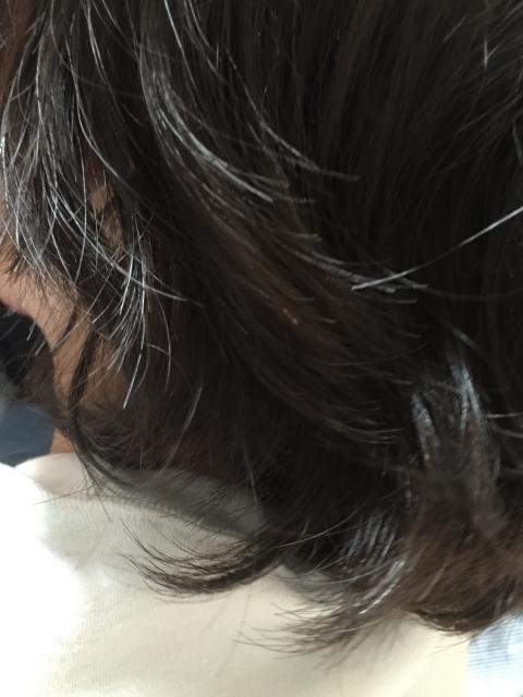 [髪の悩み] グニャグニャのうねり毛は髪の老化現象かも!髪の若返り方法でツヤ髪をよみがえらせる